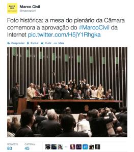 Deputados comemoram a aprovação do Marco Civil da Internet